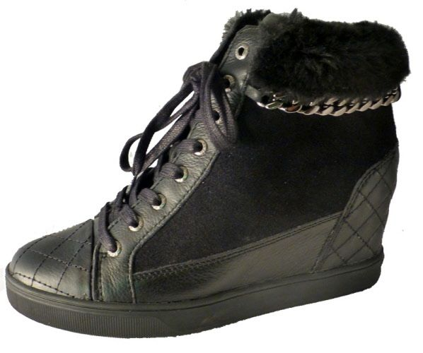 Hidden wedge sneaker for ladies, by Guess. Shop online
