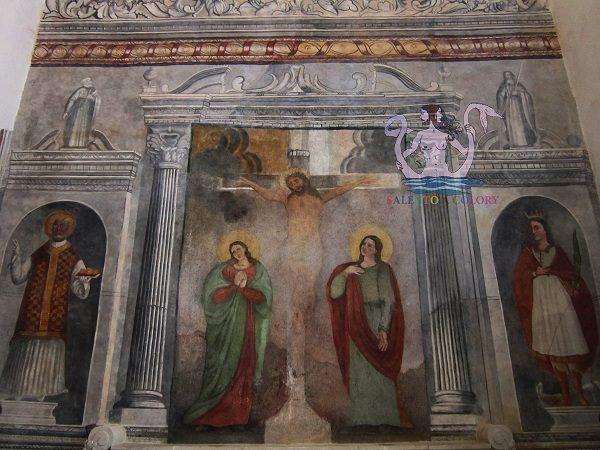 La chiesa della Madonna della Campana si erge su una collina di circa 160 metri d'altezza un po fuori Casarano (provincia di Lecce). In foto parete affrescata nel 1679