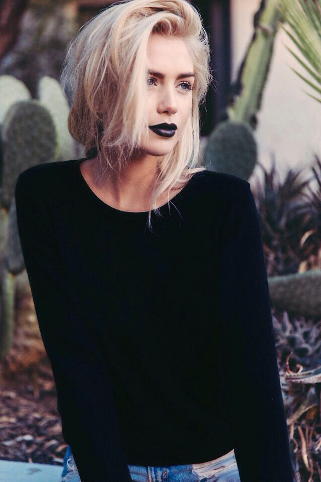 Grunge chic, black lips fluffy hair ---- i love this, but would do this with my plum lipstick instead of black. inspiration    Where are these kind of women at? Need to find these girls stat