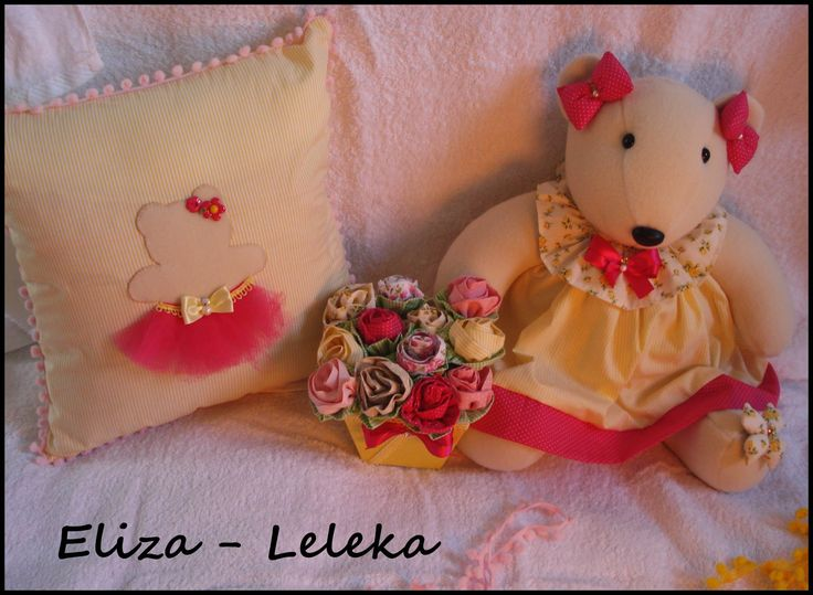 kit ursinha lulu - 1 almofada - 1 vaso com flores em tecido 100% algodão - 1 ursa   - kit completo à pronta entrega http://www.elo7.com.br/kit-ursa-lulu/dp/3F069F