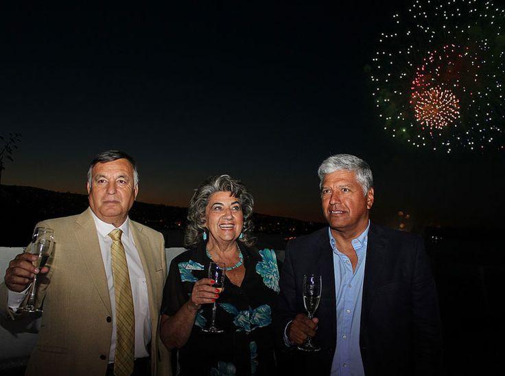 El Año Nuevo en el Mar es un fiesta de tradicion en Valparaiso donde los gentes celebran con muestra colorido de fuegos artificiales. -R.M.
