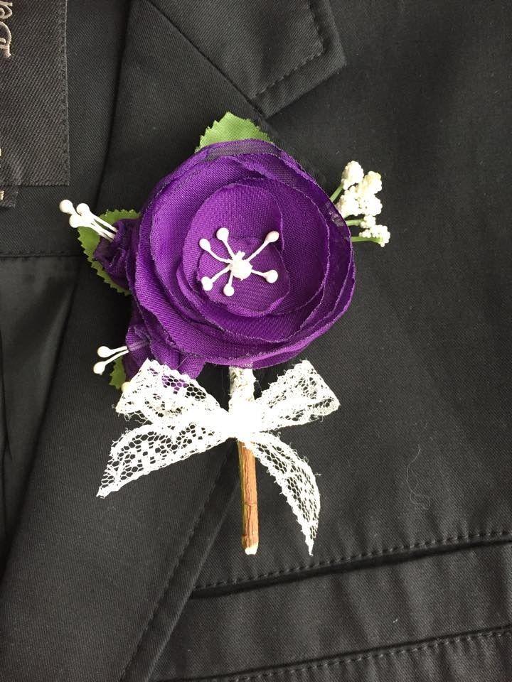 Boutonnière pour mariage mauve et vert - Fleurs fait main et dentelle : Autres accessoires par fleurs-de-provence