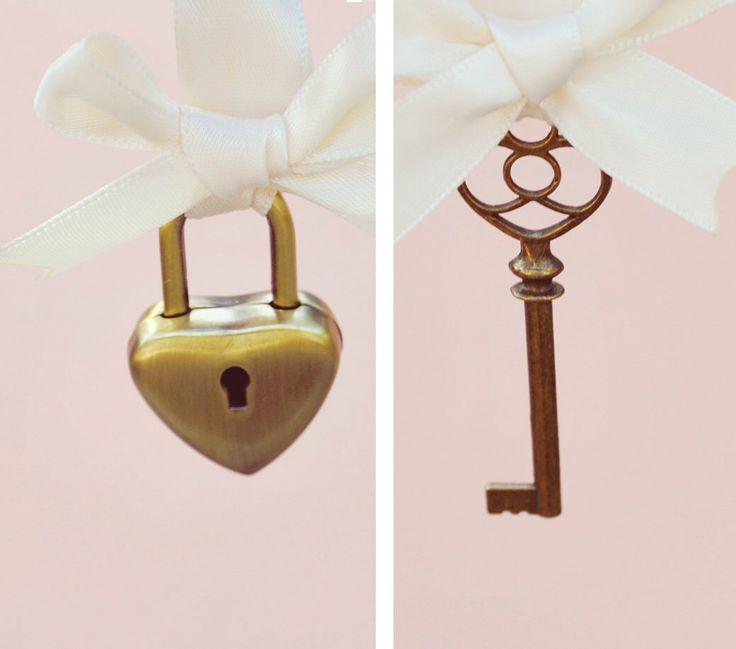 Serratura e chiave matrimonio pin set, unico ricordo nuziale, regalo per la sposa, Boutonniere chiave e fascino bouquet di cuore serratura - chiave del mio cuore di whichgoose su Etsy https://www.etsy.com/it/listing/109997508/serratura-e-chiave-matrimonio-pin-set