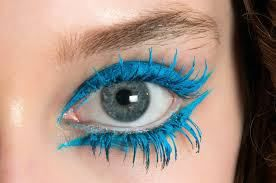 Use turquoise eyelinerup and under the eyes and on eyelashes for a wow! effect  - usa l'eyeliner turchese sopra e sotto l'occhio e sulle ciglia per un effetto wow!