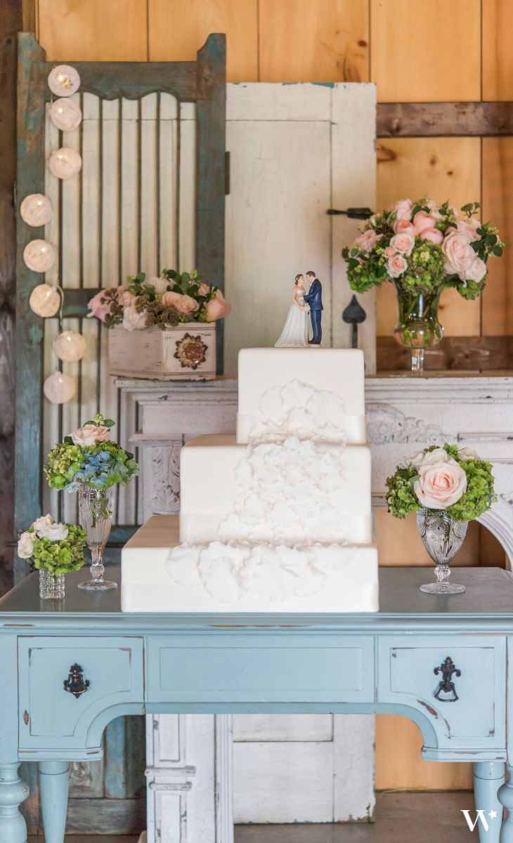 106 best vintage wedding inspiration images on pinterest retro contemporary vintage never looked so good enhance your cake display with these incredible decor items reviewsmspy
