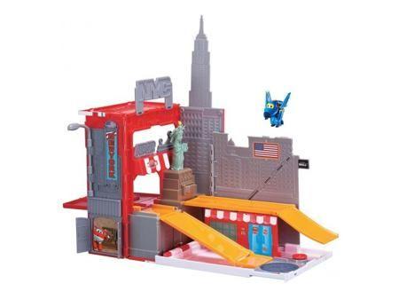 """SUPER WINGS Игровой набор Джером в Нью-Йорке  — 4895р. --------- Игровой набор """"Джером в Нью-Йорке"""" не оставит равнодушным ни одного ребенка.Это комплексный набор, включающий в себя двухуровневый ангар для самолета, фигурку SuperWings Джером и аксессуары.  В данном случае, как аксессуары выступает все то, что мы ассоциируем с Америкой и одним из самых красивых ее городов - Нью Йорком. Это Американский флаг, фигурка статую свободы, изображение небоскребов. Детали игрового набора выполненны…"""