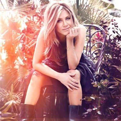 Jennifer Aniston chunky blonde highlights