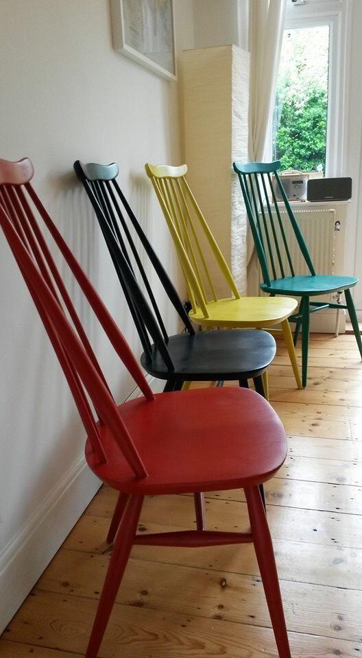 Chaises colorées pour le patio