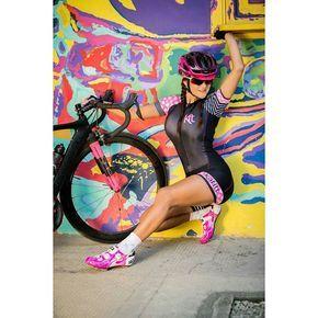 A mi el fotógrafo me decía hágase allá... Y  que tal... Jijiji... Y yo obediente ... Kafitt la mejor marca de uniformes de ciclismo!! I❤️ DISPONIBLES A LA VENTA TODOS LOS UNIFORMES KAFITT.... Diseños para hombre y mujer. PREGUNTAME! Próximamente  tienda Kafitt Medellín. .  #amoralpedal #abiela #soyfelizenlaruta #bikelive #bikenaterra @loveciclingtogether @bikegirls.cc @road_girls @garmin_colombia #strava #stravacycling  #foreverbuttphotos #women_on_bikes #titanesmedellin @bikenaterra ...