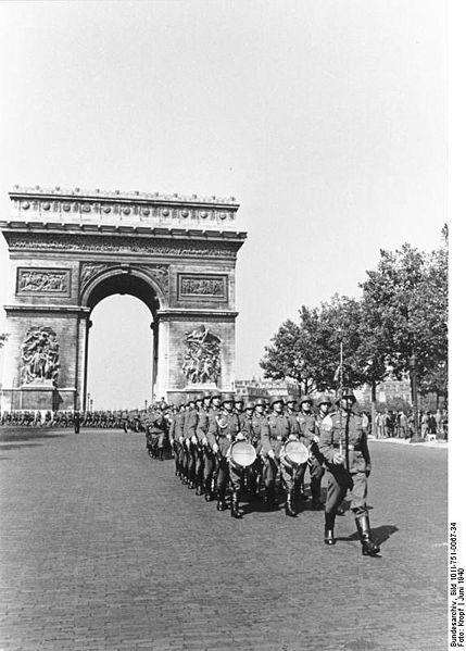 Paris 1941 ~ German parade on the Champs Elysees. Paris 1941 ~ de défilé allemand sur les Champs Elysées.