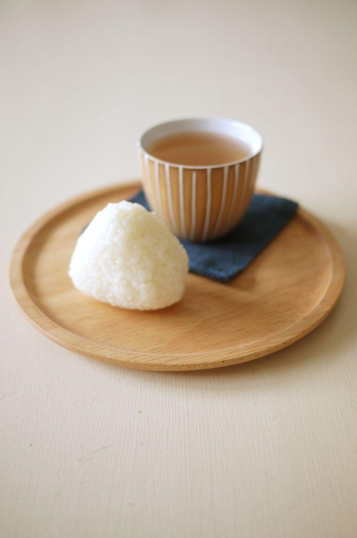 Japanese Mobile Food : Onigiri / おにぎり (Japanese Rice Ball)