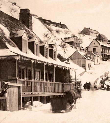 Au pied de la falaise de Lévis, devant la gare ferroviaire et le passage aménagé sur le pont de glace vers Québec vers 1867.