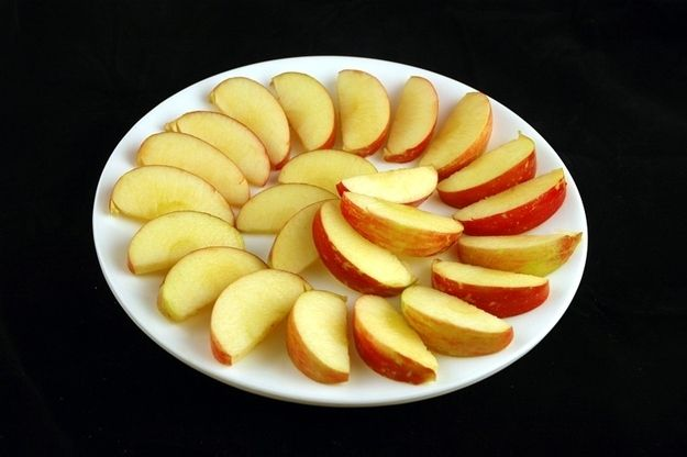 385g of Apples | 58 Plates Of Food With 200 Calories