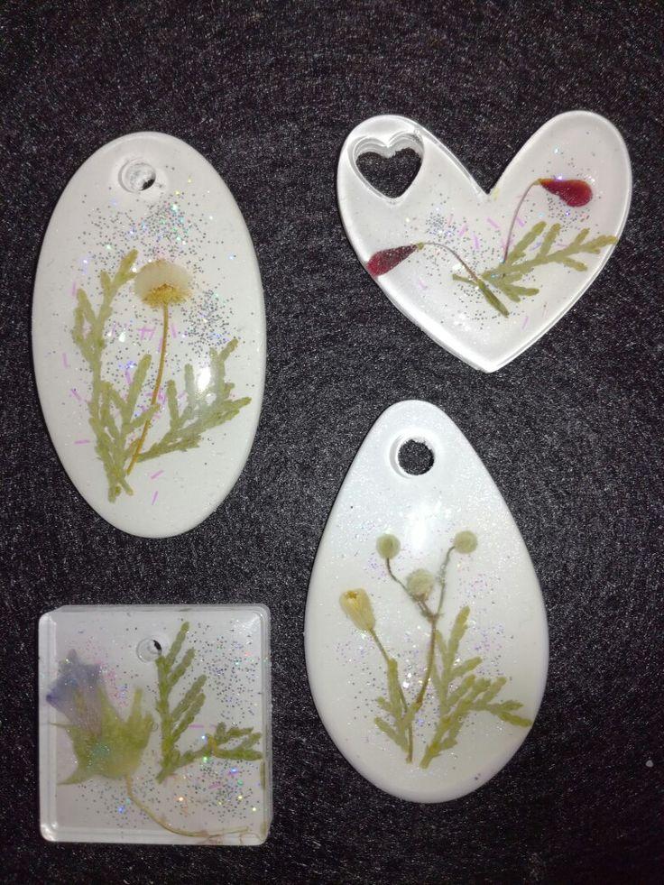 Ciondoli in resina e fiori secchi