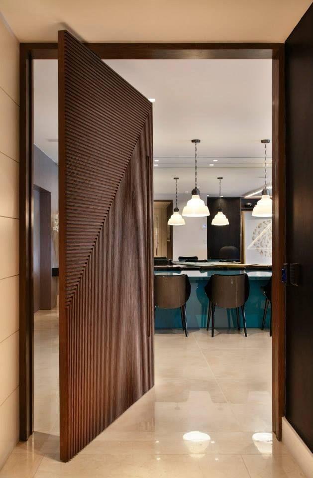 天地腳鍊門片 木隔柵轉折90度的門片設計 室内ドア 家 インテリア