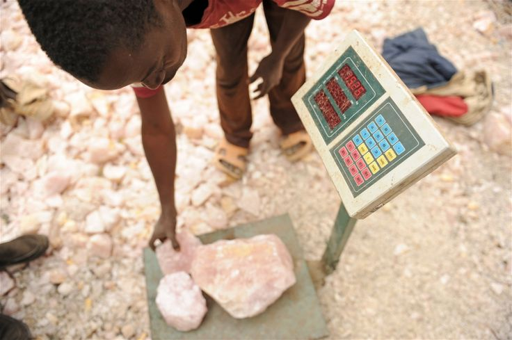 The most advanced mining equipment on site is a digital scale. Guy Oliver/IRIN