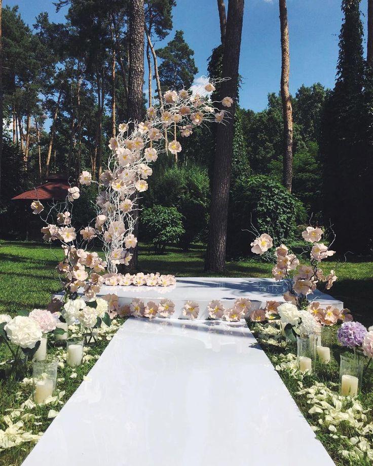 Космическая выездная церемония на свадьбе #sakurawedding  #свадьба#арка#цветочнаяарка#пьедестал#оформлениесвадеб#церемония#сакура#цветы#дорожка#свадебноеоформление#креатив#нестандарт#creative#creative_decor#decoration#sakurawedding#wedding#flowers#arch#unreal#beauty