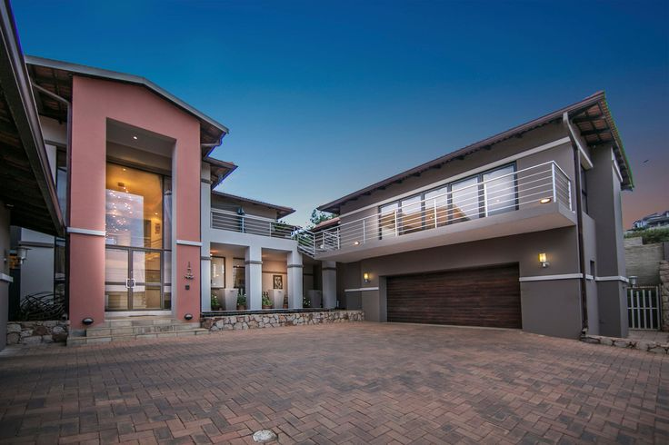What a stunning modern design..  (http://rawson.co.za/property/4-bedroom-house-for-sale-in-meyersdal-eco-estate-id-687979)