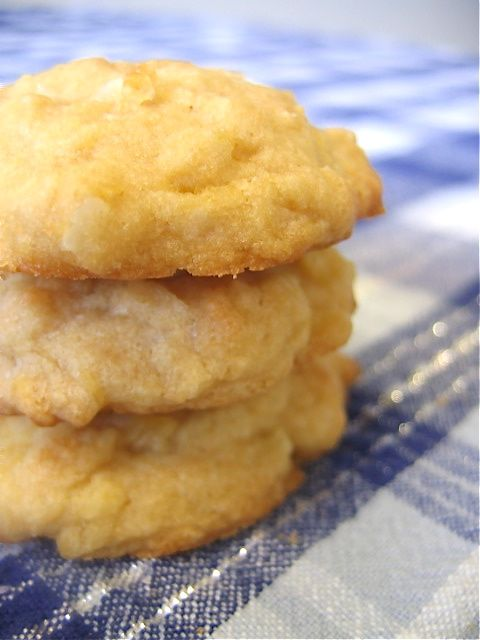 Pina Colada Cookies. omgoodness! i'm in love. printing out recipe now.