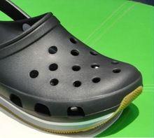 Livraison gratuite! En 2014, la nouvelle marque chaussures de crocodile trou neutre mâle et femelle sandales hommes sandales femmes en été(China (Mainland))