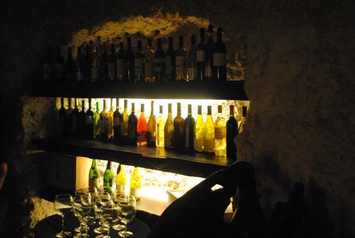 La Cava es la Embajada del Vino Mexicano porque es la única cava en el mundo que exhibe únicamente vinos mexicanos.