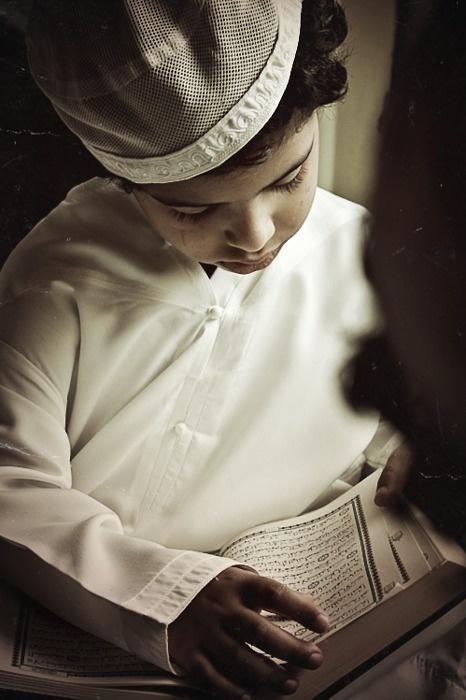Muslim boy reading Quran. Outstanding Muslim Parents Course http://www.ummaland.com/s/aij8y3
