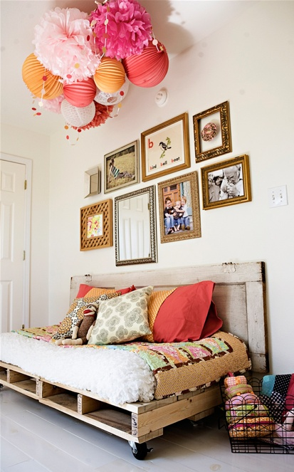 Cute ceiling decor for the kids' room. (paper lanterns!)