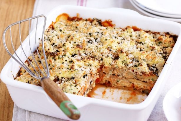 Μελιτζάνες+με+σάλτσα+ντομάτας+και+ανθότυρο+στο+φούρνο