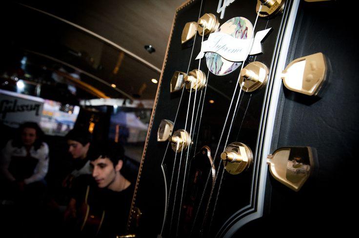 Le meravigliose Gibson Guitars al FIM. l'arte della chitarra. FIM - Fiera Internazionale della Musica. 25 | 26 Maggio 2013. Ippodromo dei Fiori | Villanova d'Albenga (SV). www.fimfiera.it