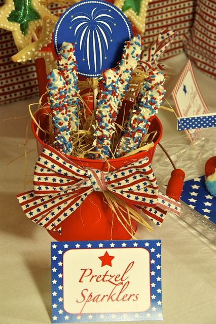 4th of July Celebration Pretzel Sparklers! Who Doesn't Love Chocolate Covered Pretzels?!