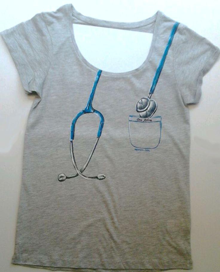 Remera con dise o de estetoscopio camisetas formatura for Disenos de remeras