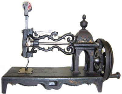 Beautiful victorian sewing machine from the Steampunk Inspirations blog