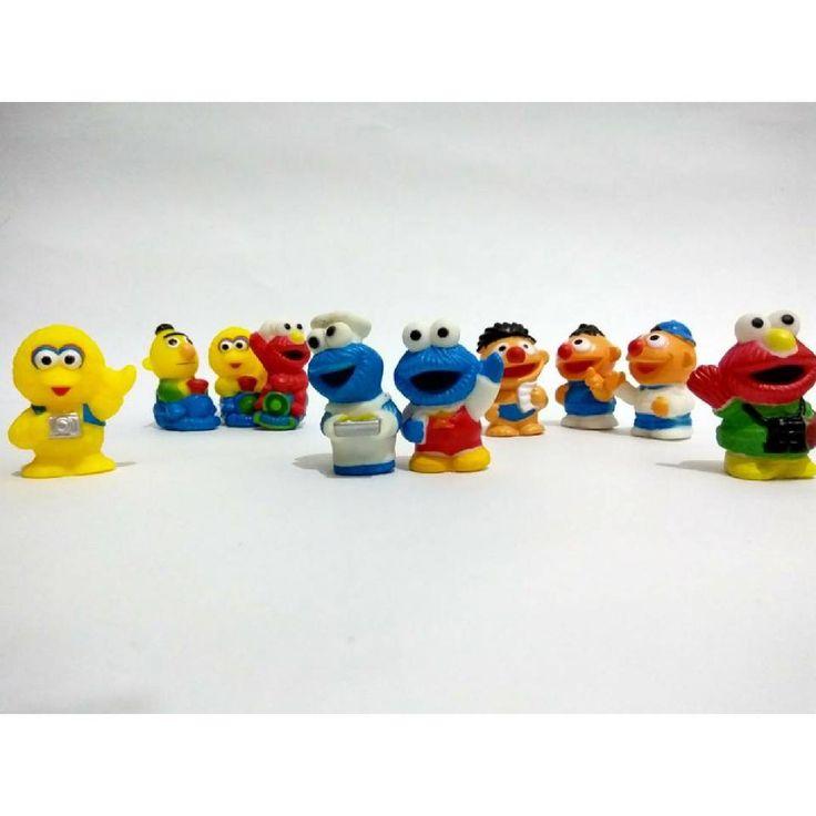 Pajangan Rubber Set  Model / Seri: Elmo (isi 10)  Pajangan Rubber Set  Pajangan dari bahan karet ini cocok untuk menjadi koleksi kamu, bisa juga di jadikan hiasan kue ulang tahun atau Kado ulang tahun untuk teman, keponakan, adik, kakak, pacar kamu :D Harga : 45.000/set #rubbersetmurah #rubbersetmurmer #rubbersetelmomurah #rubbersetlucu #rubbersetunik #rubbersetmurahbanget