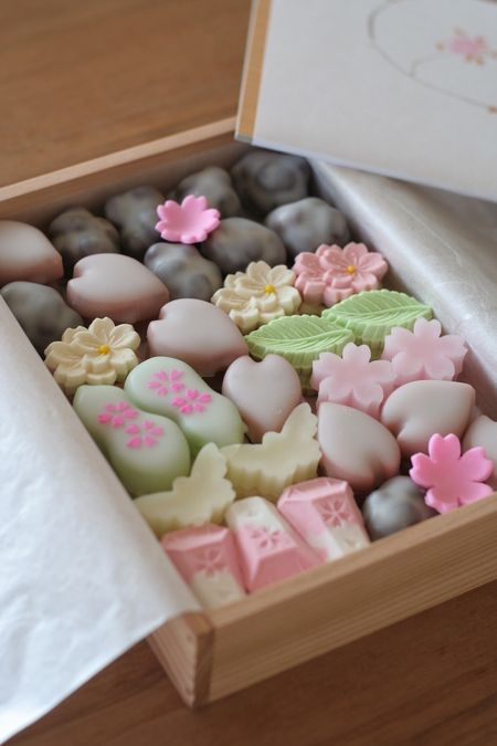 the site is not in English. but the ideas is cute. petit fours and homemade mints would be a nice idea.