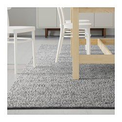The durable, soil-resistant wool surface makes this rug perfect in your living room or under your dining table. Easy to vacuum thanks to its flat surface. The rug has the same pattern on both sides, so you can turn it over and it will withstand more wear and last even longer.