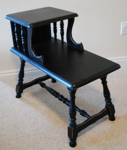 OK, so it's not so much the table I love as the so easy instructions that show how easy it is to refinish junk furniture with spray paint.
