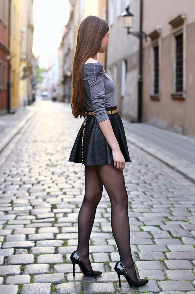 how to wear mini skirts depending on age