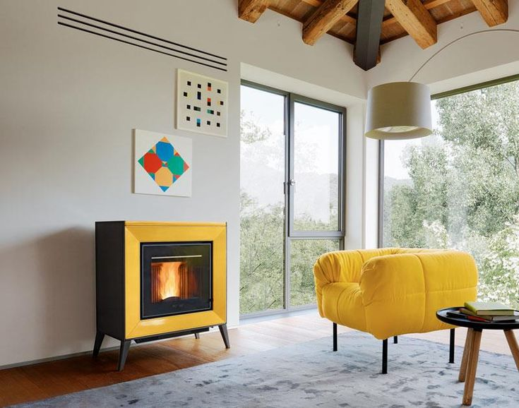 LINE Original shaped cladding frames the firebox, giving the appliance a particularly innovative look that goes hand in hand with the latest technology.