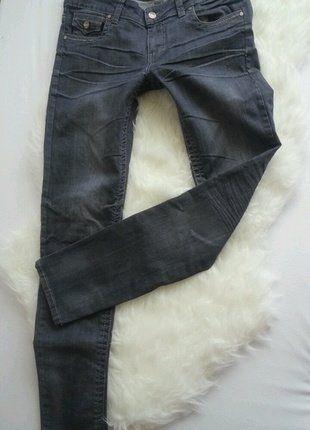 Kupuj mé předměty na #vinted http://www.vinted.cz/damske-obleceni/dziny/15225023-sede-slim-superskinny-elasticke-dziny-roxy