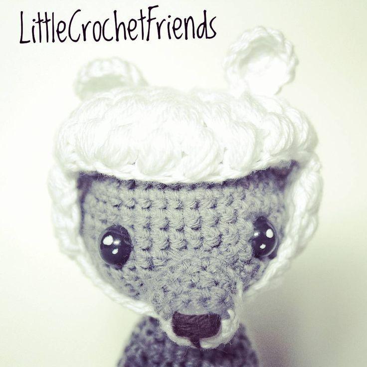 The cute big bad wolf wearing his sheep's hat. // El adorable lobo feroz con su gorro de cordero. #adorable #crochet #amigurumi #cute #wolf #wolfwithsheepsskin #handmade #hechoamano #crocheting #crochetbuddies #littlecrochetfriends #toy #tale