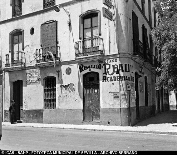 ICAS-SAHP Academia de baile Realito en la calle Trajano. 1967 #sevillayer Archivo Serrano