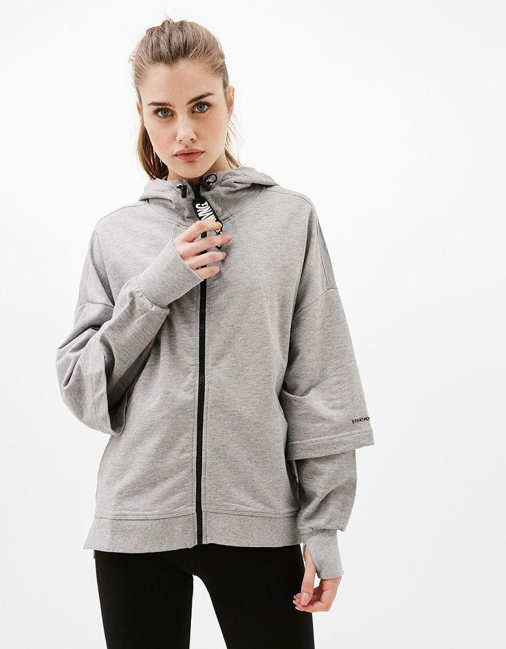 Sudadera con capucha sport doble manga. Descubre ésta y muchas otras prendas en Bershka con nuevos productos cada semana