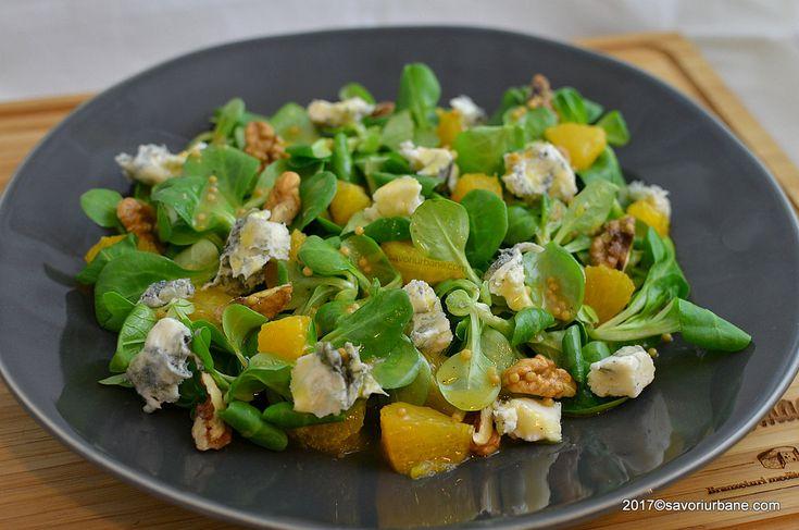 Salata valerianella cu portocale, branza albastra si nuca. O salata racoritoare cu un dressing dulce acrisor cu miere, mustar si suc de portocale, plina de