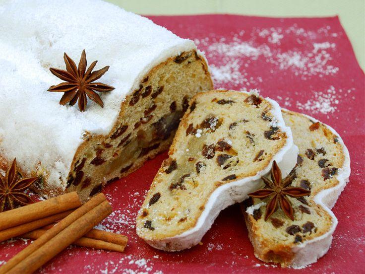 Almanya –Christstollen; Almanya'da yılbaşı sofraları için yapılan üzümlü kektir.