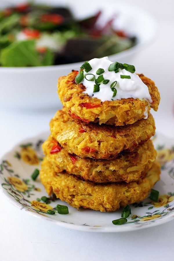 Chickpea Cauliflower Patties! Delicious and easy to make. Great idea for a healthy lunch from Dora Daily. #lunchidea #vegetarian