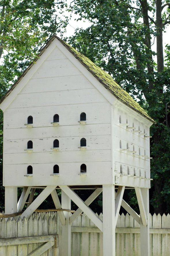 Colonial Williamsburg birdhouse - love the roof. Could I mimic it on the coop?
