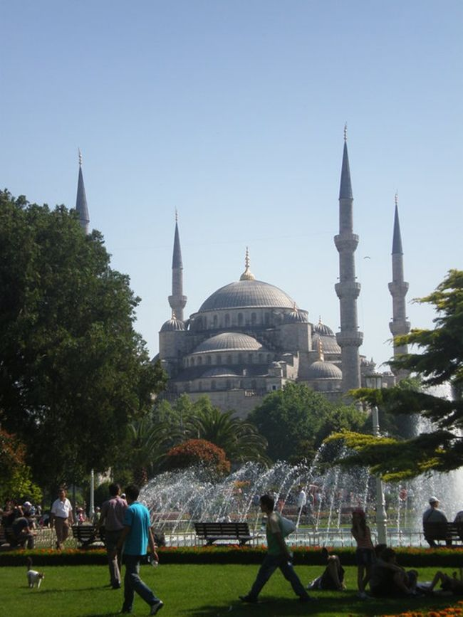 Sultanhamet: the history of Istanbul in a square. http://en.arttrip.it/istanbul-sultanhamet/ #istanbul #travel #art