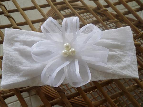 Aprenda como fazer uma linda tiara de meia sem muito trabalho. Você pode até começar a vender esse artesanato e ganhar uma renda extra. Materiais que ira precisar : meia para artesanato; linha na cor da meia; tesoura; miçanga ; fita para fazer o laço; Passo a passo da tiara de meiapara bebê: 1° – …