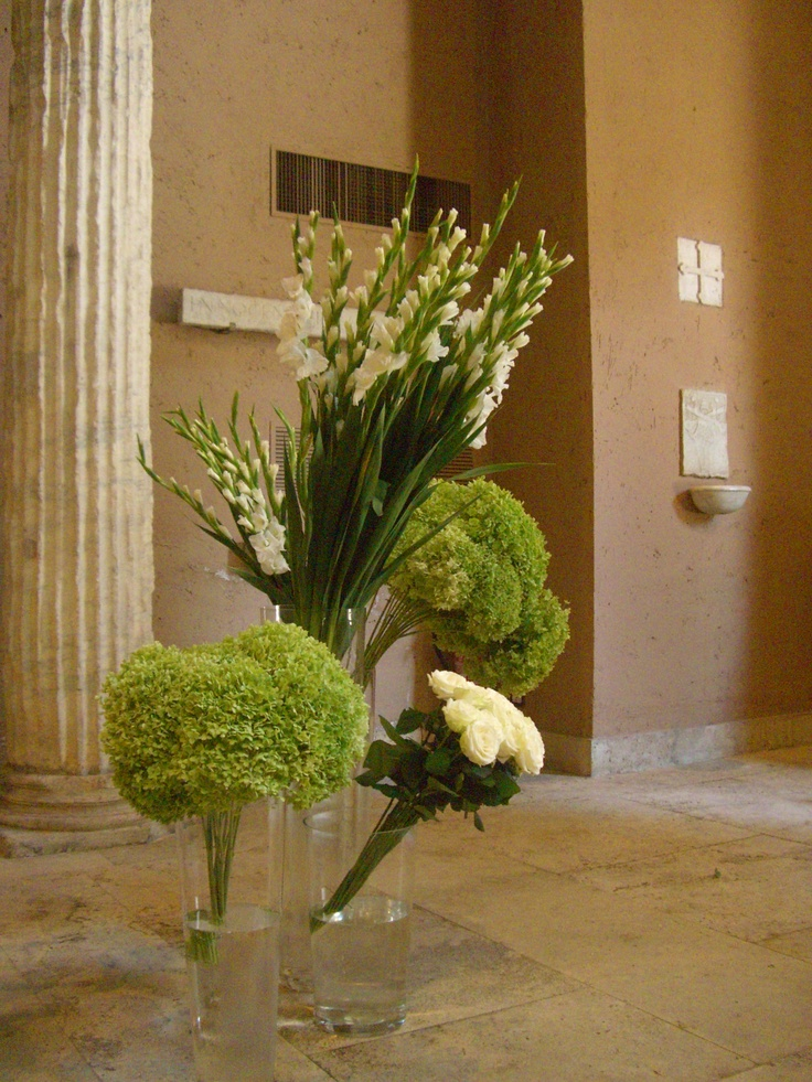 outside floral decor by tulipani bianchi