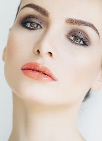 Kahverengi gözlere en çok yakışan makyaj ürünleri